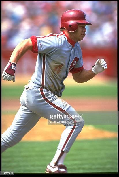 PHILADELPHIA PHILLIES CENTER FIELDER LENNY DYKSTRA ON THE RUN DURING A PHILLIES VERSUS SAN FRANCISCO GIANTS GAME AT CANDLESTICK PARK IN SAN...