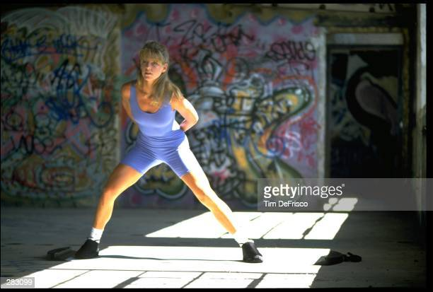 A MODEL RELEASED WOMAN PERFORMS AEROBICS IN A DESERTED GYM MANDATORY CREDIT TIM DEFRISCO/ALLSPORT