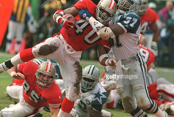SAN FRANCISCO 49ERS FULLBACK WILLIAM FLOYD SCORES FROM ONE YARD OUT, DESPITE THE ATTEMPTED TACKLE BY DALLAS SAFETY JAMES WASHINGTON, TO PUT THE 49ERS...