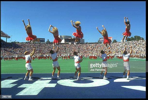 THE UNIVERSITY OF OKLAHOMA CHEERLEADERS PERFORM AT HALFTIME PRIOR TO THE SOONERS 1413 LOSS TO THE UNIVERSITY OF TEXAS LONGHORNS AT THE COTTON BOWL IN...
