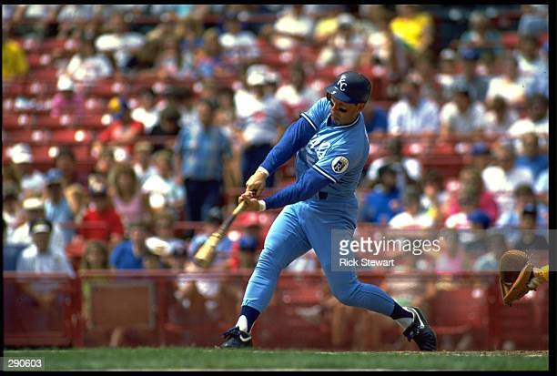 KANSAS CITY ROYALS INFIELDER GEORGE BRETT SWINGS AT A PITCH DURING A ROYALS GAME