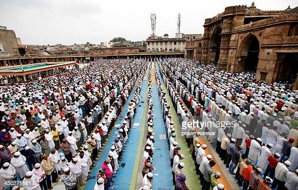 ramzan last friday namaz - salah islamic prayer stock pictures, royalty-free photos & images