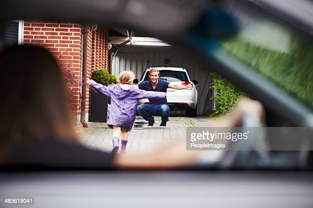 so excited to see daddy! - parent stock pictures, royalty-free photos & images
