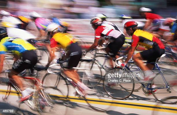BICYCLE RACE IN BLUR