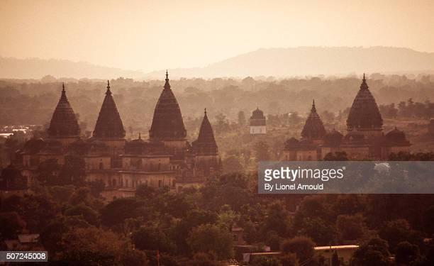 orchha in the mist - madhya pradesh stock pictures, royalty-free photos & images