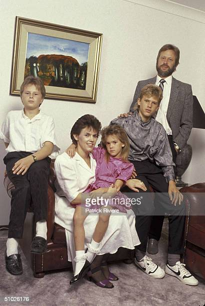 HOME PORTRAIT OF LINDY CHAMBERLAIN WITH HUSBAND MICHAEL CHAMBERLAIN ELDERST SON AIDAN LEIGH, 2ND SON REAGAN MICHAEL AND HER DAUGHTER KAHLIA SHONELL...