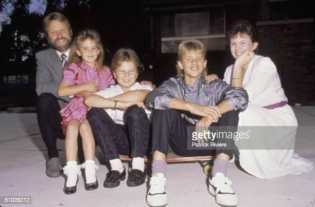HOME PORTRAIT OF LINDY CHAMBERLAIN WITH HUSBAND MICHAEL CHAMERBERLAIN, ELDERST SON AIDAN LEIGH, 2ND SON REAGAN MICHAEL AND HER DAUGHTER KAHLIA...