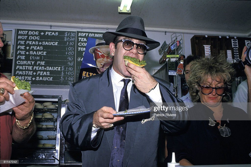Elton John at Harry's Cafe De Wheels : News Photo