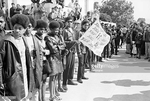 7/15/68-OAKLAND, CALIF.: MILITANT BLACK PANTHER PARTY MEMBERS AND SYMPATHIZERS CIRCLED THE ALAMEDA COUNTY COURT HOUSE HERE 7/15 WHERE THE...
