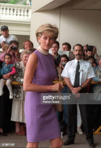 NOV1996 1996 - PRINCESS DIANA AT THE VICTOR CHANG CARDIAC RESEARCH INSTITUTE , SYDNEY, AUSTRALIA.