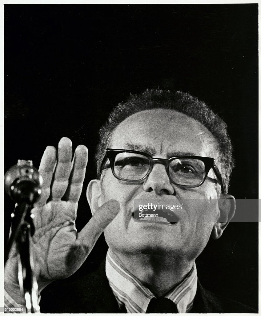 Paul Samuelson, Economist, in the Midst of a lecture : ニュース写真