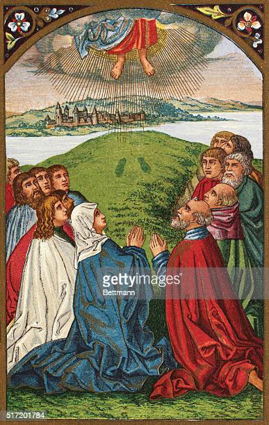ASCENSIO DNJ CHRJESUS ASCENDS TO HEAVEN WITH HIS MOTHER MARY AND THE APOSTLES WATCHING COLORILLUSTRATION COLORSLIDE