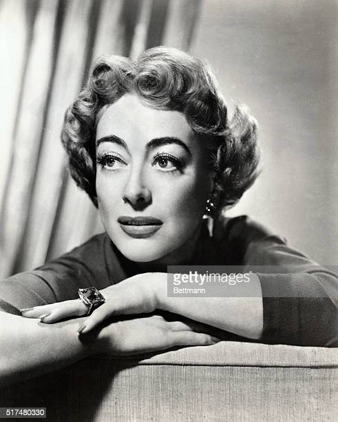 JOAN CRAWFORD AMERICAN ACTRESSUNDATED PHOTOGRAPH