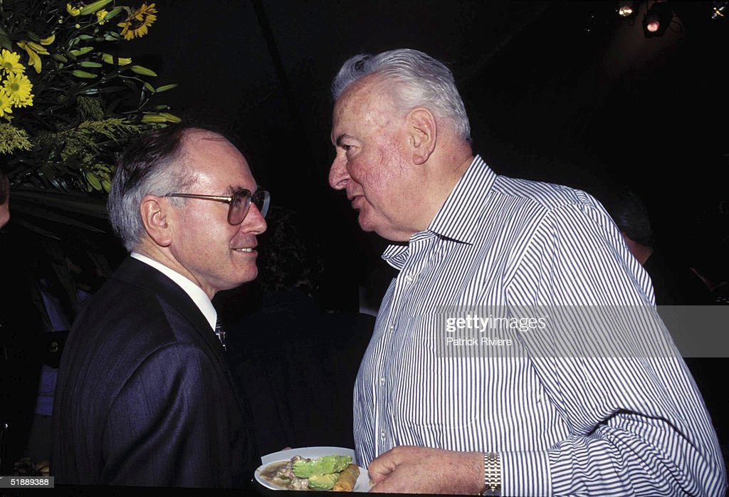 JANUARY 1995 - JOHN HOWARD AND GOUGH WHITLAM AT THE 'CATS' PREMIERE IN SYDNEY.
