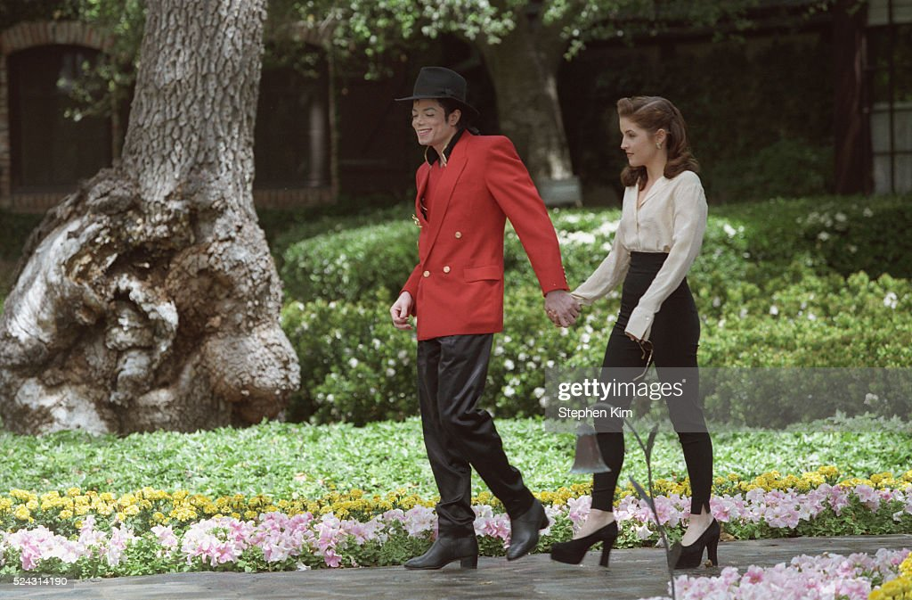 MICHAEL JACKSON AND LISA MARIE PRESLEY IN NEVER LAND : News Photo
