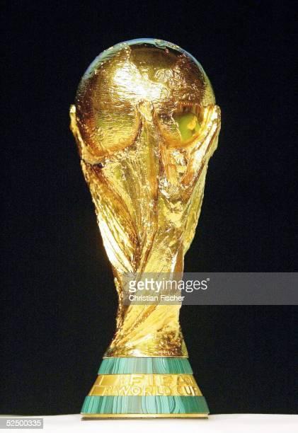Fussball WM 2006 FIFA Pressekonferenz Leipzig Vorstellung Maskottchen WM 2006 FIFA WM Trophae FIFA POKAL 131104