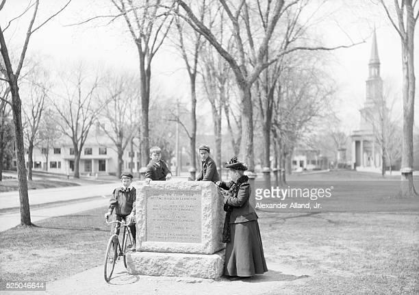 VILLAGE GREEN, LEXINGTON, MASSACHUSETTS.PHOTOGRAPH C.1900.