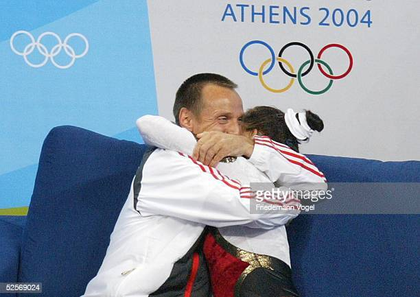Trampolin Olympische Spiele Athen 2004 Athen Frauen / Finale Bundestrainer Michael KUHN Anna DOGONADZE / GER Gold 200804