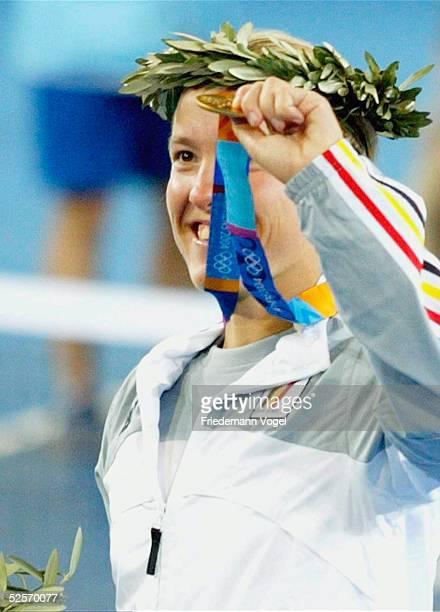 Tennis Olympische Spiele Athen 2004 Athen Einzel / Frauen / Finale Justine HENINHARDENNE / BEL Amelie MAURESMO / FRA Justine HENINHARDENNE / BEL Gold...