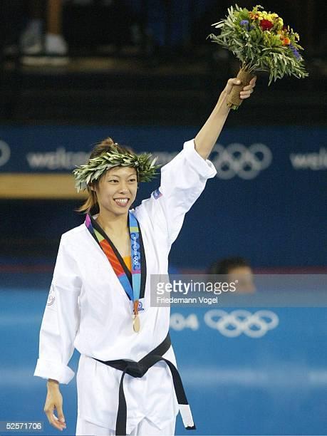 Taekwondo Olympische Spiele Athen 2004 Athen Finale / 49kg / Frauen / Siegerehrung Yanelis Yuliet LABRADA DIAZ / CUB Shih Hsin CHEN / TPE Shih Hsin...