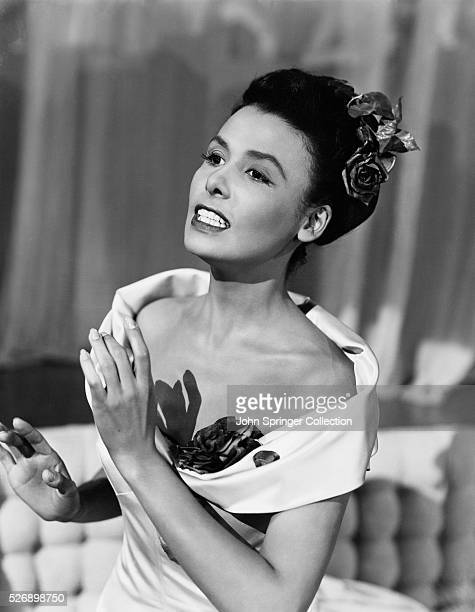 LENA HORNE IN THE MIDST OF A SONG. UNDATED PHOTOGRAPH.
