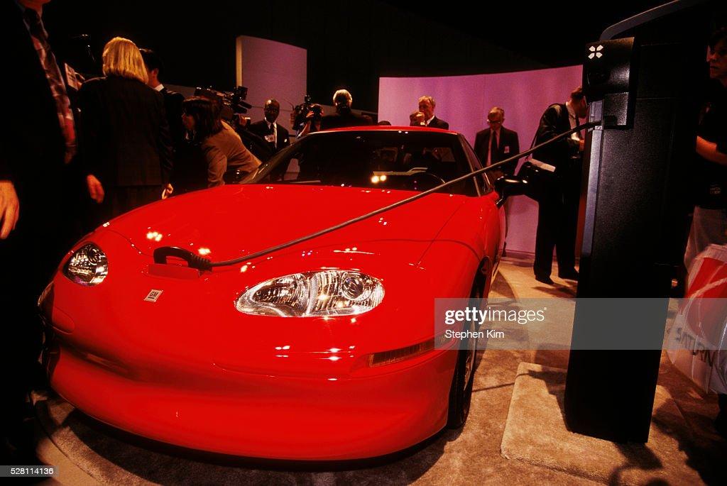 GENERAL MOTORS PRESENTS ITS ELECTRIC CAR EV1 : News Photo