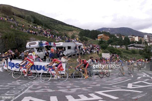 L'ALPE D'HUEZ FRANCE JULY 17 RADSPORT TOUR DE FRANCE 2001 AIXLESBAINS ALPE D`HUEZ 170701 FEATURE