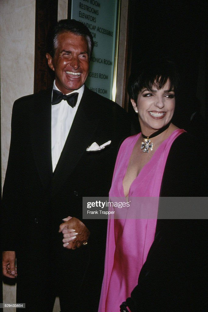 LIZA MINNELLI RECEIVES THE 'THALIANS AWARD' 1994 : News Photo