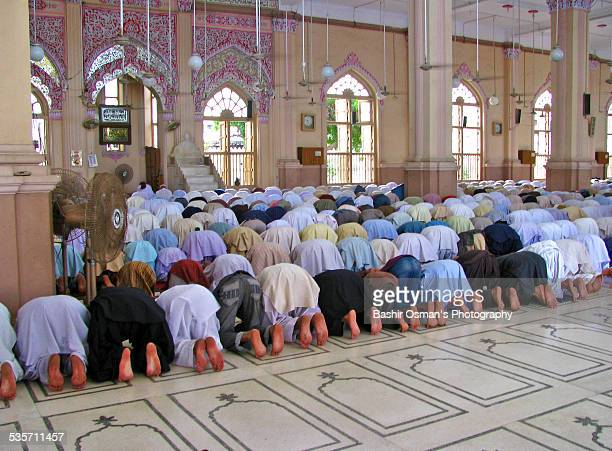 mosques of karachi - pakistani culture stock photos and pictures