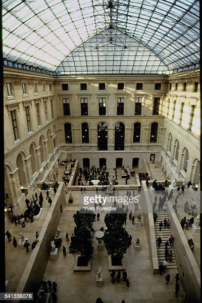 THE GRAND LOUVRE OPENS TO THE PUBLIC