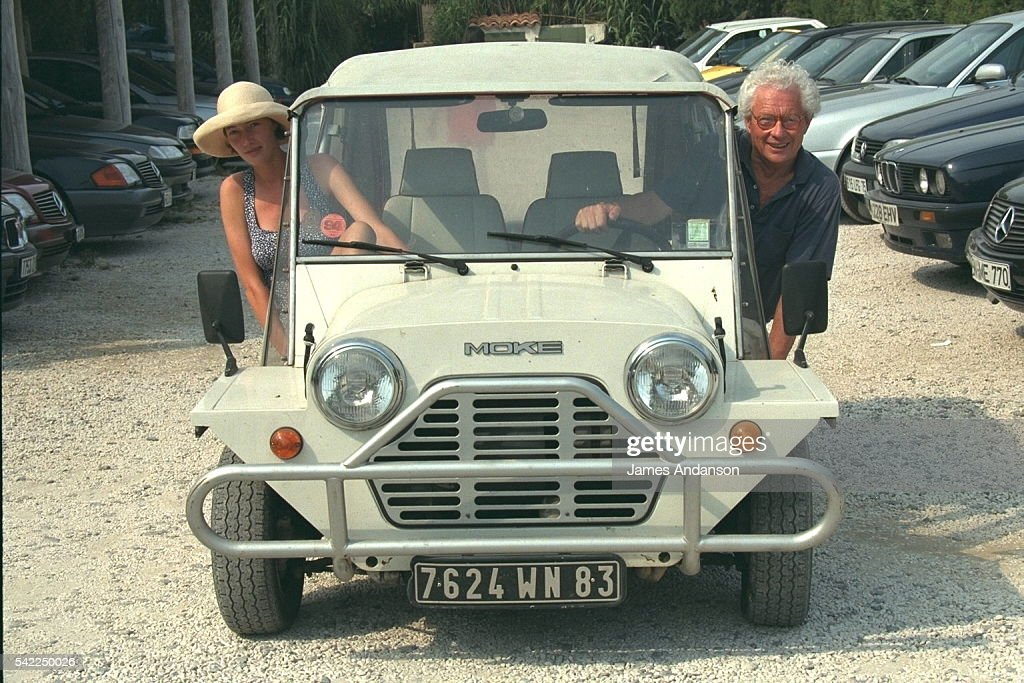 DAVID HAMILTON AND HIS WIFE GERTRUDE IN ST TROPEZ : News Photo