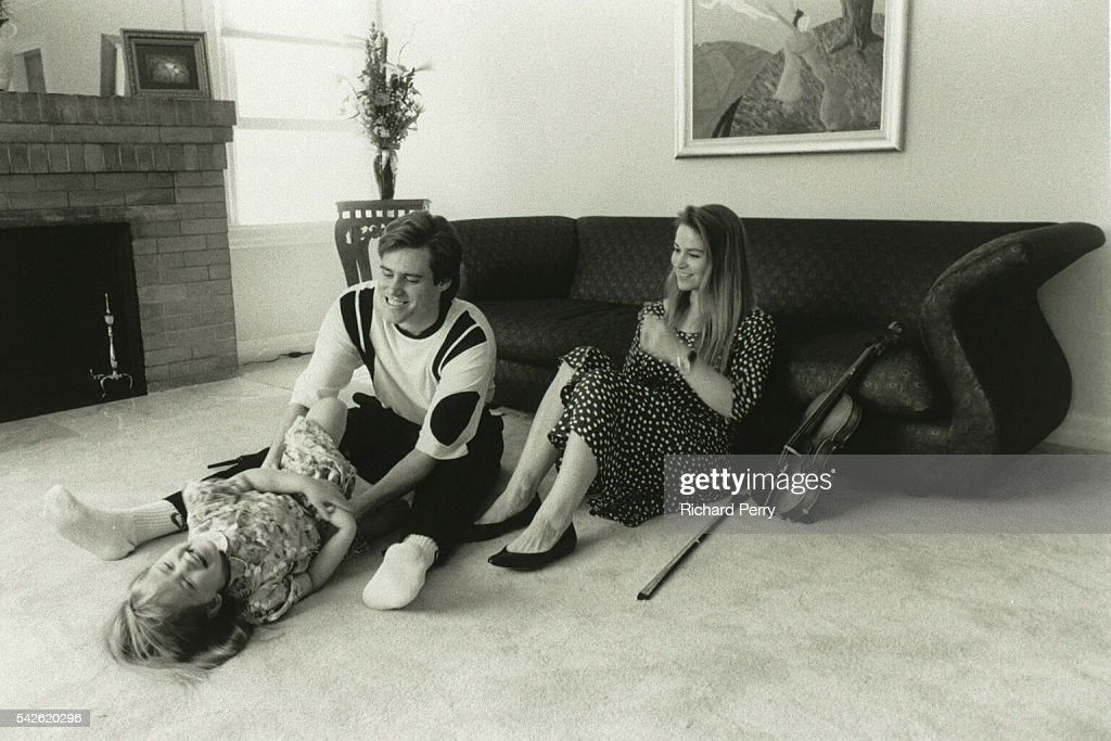 THE ACTOR JIM CARREY WITH HIS FAMILY : News Photo