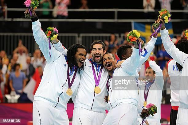 Frankreichs Handballer sind Olympiasieger 2012 vl Cedric SORHAINDO Nikola KARABATIC Didier DINART Olympische Sommerspiele 2012 London Handball Männer...