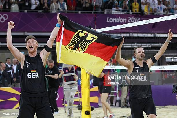 Jonas Rekermann und Julius Brink sind Olympiasieger Olympische Sommerspiele 2012 London Beachvolleyball Männer Finale Brasilien Deutschland 03 Horse...