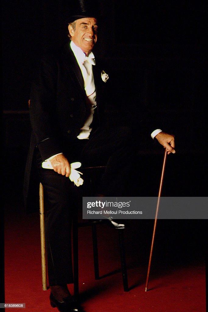 JEAN-PAUL BELMONDO IN 'LADIES' DRESSMAKER' : Photo d'actualité