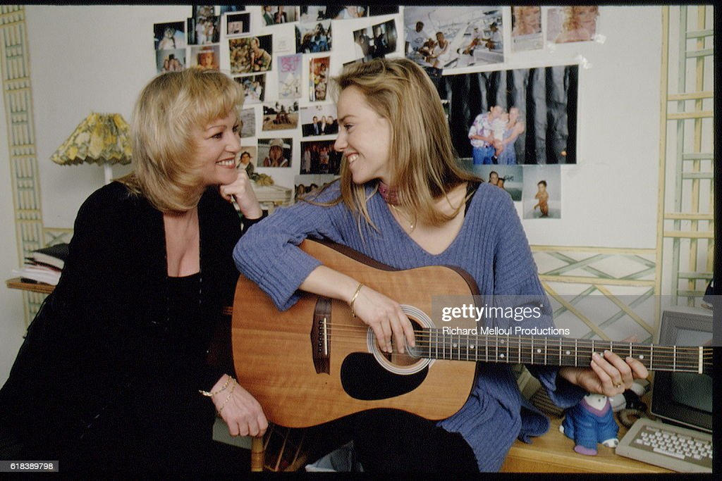 EVELYNE LECLERCQ AT HOME WITH HER DAUGHTER CELINE : Photo d'actualité
