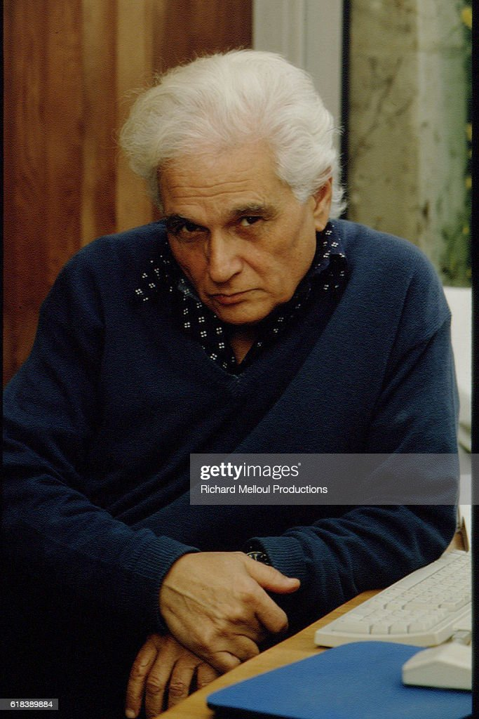 PHILOSOPHER JACQUES DERRIDA AT HOME : Photo d'actualité