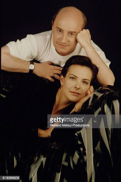 CAROLE BOUQUET AND MICHEL BLANC IN A PHOTO STUDIO