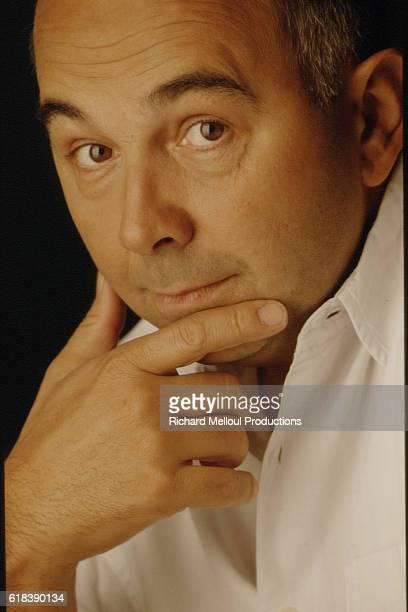 THE ACTOR GERARD JUGNOT IN A PHOTO STUDIO
