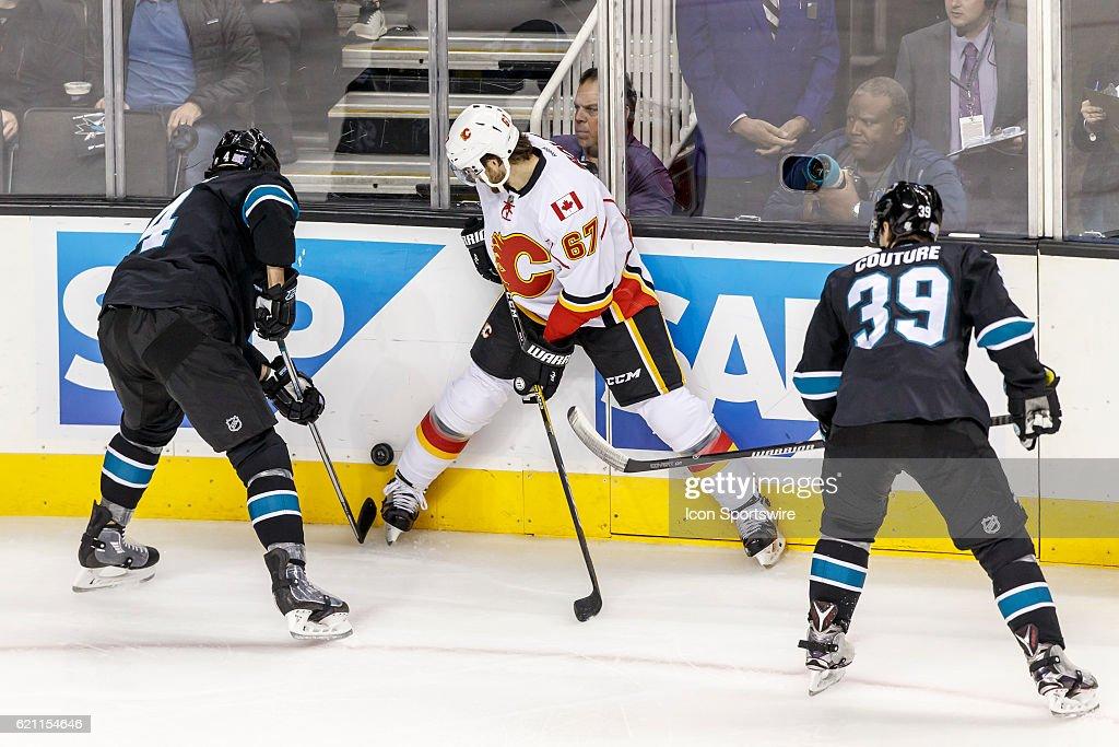NHL: NOV 03 Flames at Sharks : News Photo