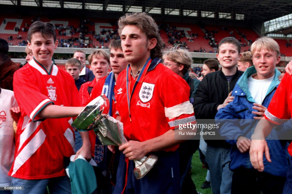 DARREN CASKEY, ENGLAND U-18 WITH THE TROPHY AND FANS