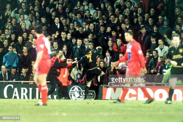 ERIC CANTONA, MANCHESTER UNITED, KICKS OUT AT A CRYSTAL PALACE FAN FIGHT