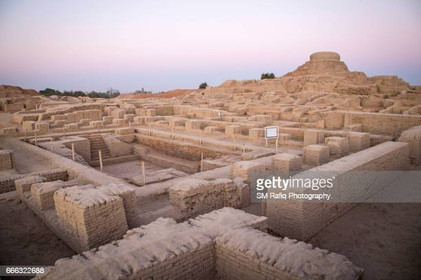 moenjo daro (mound of the dead) - archaeology stock pictures, royalty-free photos & images