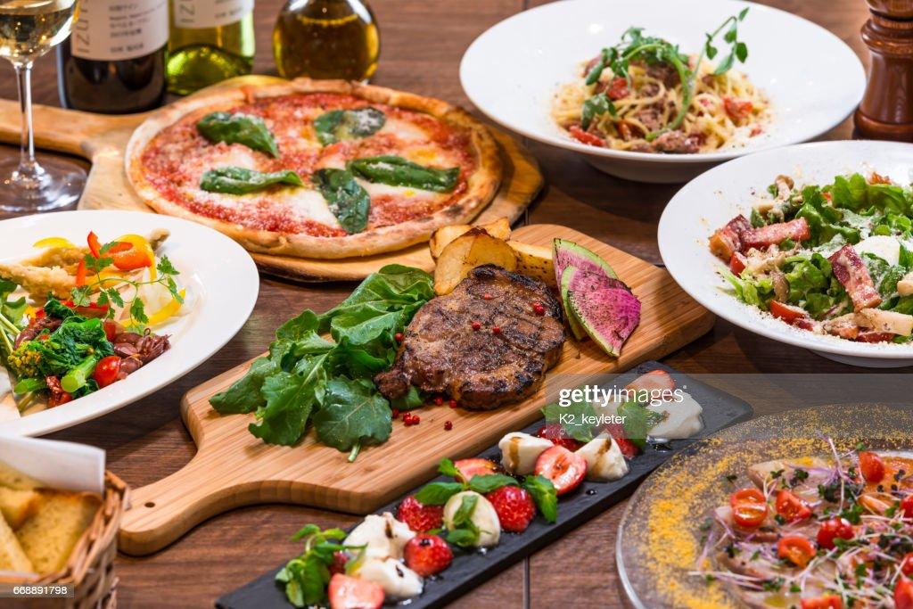 イタリアンレストランのコース料理 : Stock Photo