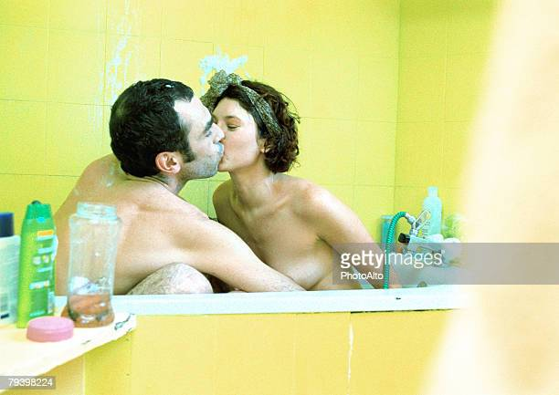 paa142000009 - couple and kiss and bathroom stock photos and pictures