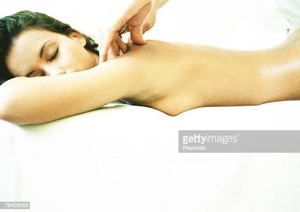 paa210000027 - massaggio sensuale foto e immagini stock