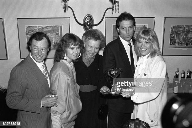 S HILTON HOTEL WHERE THEY WON THE BBC TV PERSONALITY OF THE YEAR AWARD FROM THE VARIETY CLUB OF GREAT BRITAIN L R BILL TRACHER SUSAN TULLY JULIA...