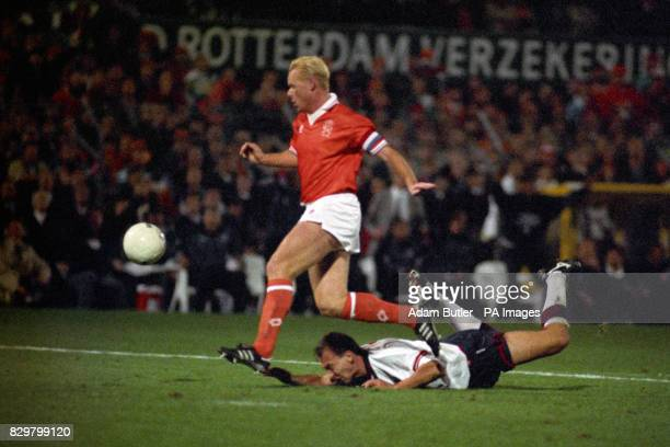 S DAVID PLATT ON THE GROUND AFTER BEING FLOORED BY RONALD KOEMAN DURING THE PENALTY INCIDENT IN THE DUTCH BOX AT THE WORLD CUP QUALIFYING MATCH...