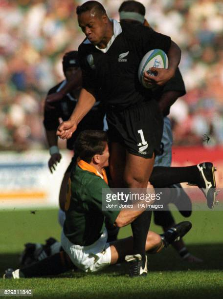 S JONAH LOMU IS TACKLED BY SOUTH AFRICA'S SCRUM HALF JOOST VAN DER WESTHUIZEN IN THE RUGBY WORLD CUP FINAL IN JOHANNESBURG