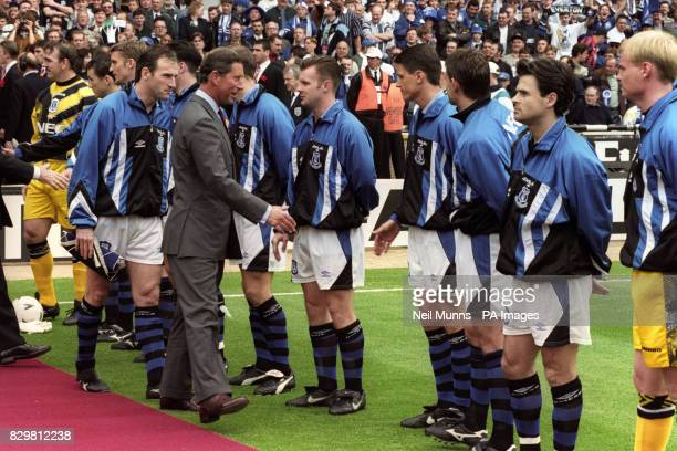 INTRODUCES THE PRINCE OF WALES TO HIS TEAM BEFORE THE FA CUP FINAL AGAINST MANCHESTER UNITED AT WEMBLEY STADIUM IN LONDON DAVE WATSON PRINCE CHARLES...